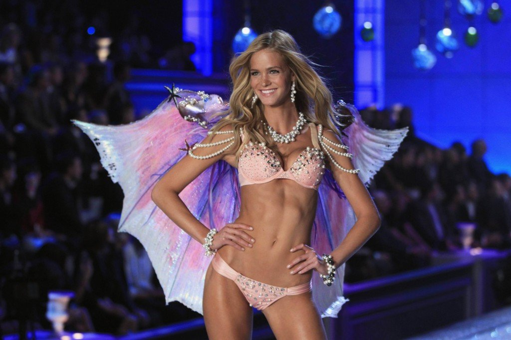 Erin-Heatherton-Victorias-Secret-Fashion-Show-2011-01-3000x1996-1024x681