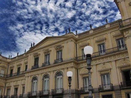 Museu Nacional do Rio de Janeiro pega fogo